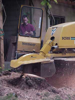 stump grinding equipment - serving North Bend, Snoqualmie, Fall City, Issaquah, Bellevue, Duvall, Preston, Kirkland, Mercer Island, Redmond, Sammamish, Preston and Carnation