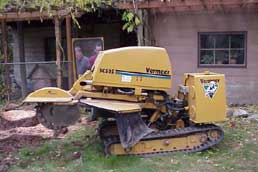 Self propelled stump grinding equipment